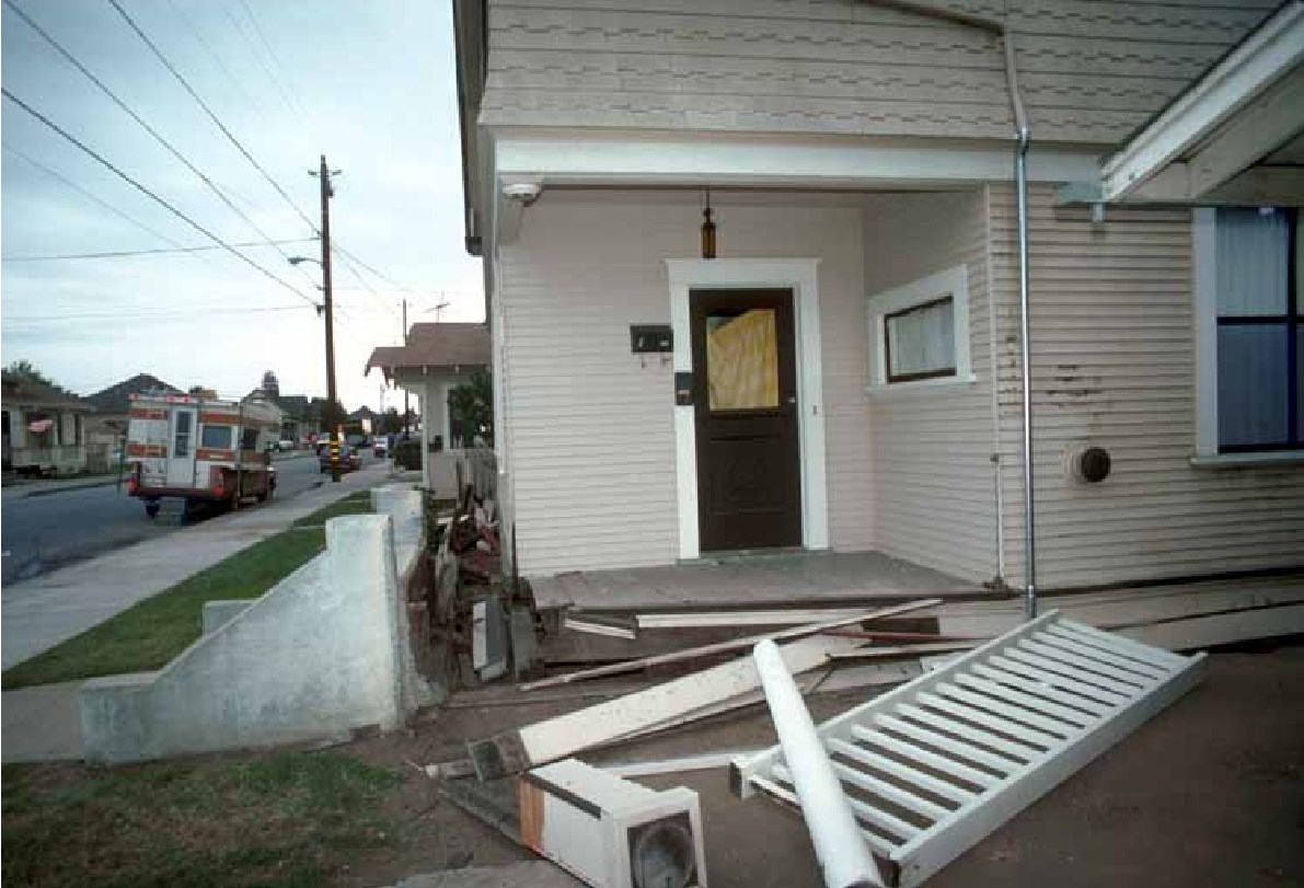 CRIPPLE WALL COLLAPSE WATSONVILLE LOMA PRIETA 1989